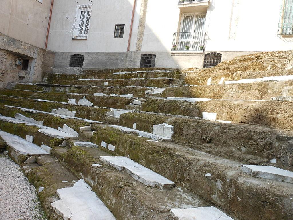 Cavea del teatro romano di Neapolis, detto anche dell'Anticaglia.